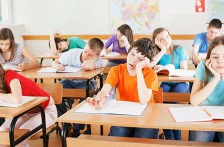 """Αντιμέτωποι με τους """"μαθητές - οθόνες"""" οι εκπαιδευτικοί"""